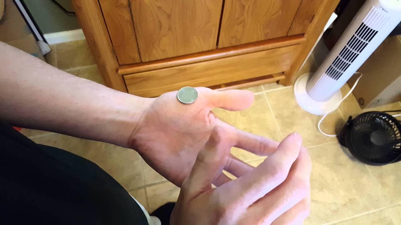 手の上にあるコインを簡単に消す方法