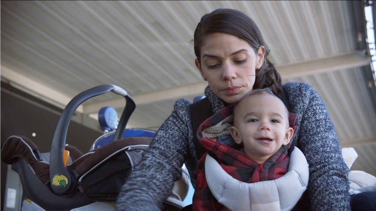 飛行機内で赤ちゃんが泣くと喜ばれる母の日の企画!